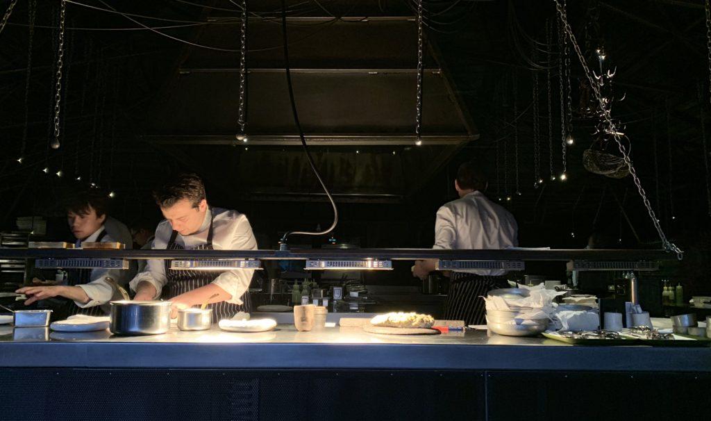 Le cuisinier, les huttes et les grenouilles